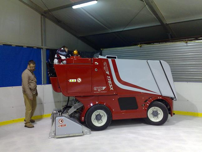 Machines for recreational ice rinks